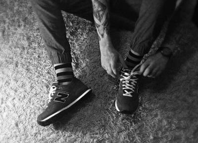Wyróżnij się z tłumu - kolorowe skarpety męskie Freak Feet - Bearded, ink