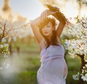 Sesja ciążowa wśród kwitnących sadów Kozłówka | Bez-metki