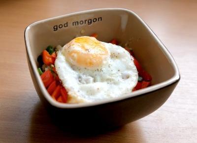 Wytrawna owsianka z jajkiem sadzonym i papryką [FIT PRZEPIS] | Blogodynka.pl