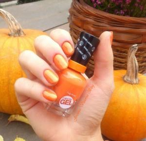 TOP 5 lakiery do paznokci z Rossmanna, które warto mieć na jesień
