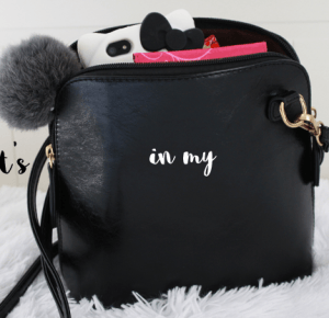 Carolyn Dolly: WHAT'S IN MY BAG?