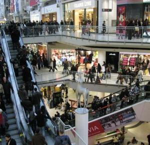 Cheesy Monster:  9 typów klientek, które wkurzają mnie w pracy w sklepie z ubraniami.