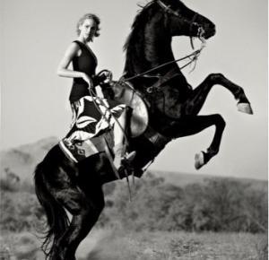 Cocktail Dress: Jennifer Lawrence na okładce grudniowego Vogue us