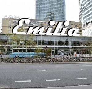 Co z Emilią?