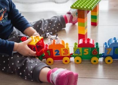 Bawi i uczy - zabawa LEGO Duplo. - Czary-Marty