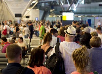 Dlaczego stajemy w kolejkach na długo przed startem samolotu? W końcu znamy wyjaśnienie - Fly4free.pl - tanie loty i sposoby na tanie bilety lotnicze