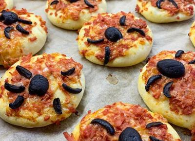 Przekąski na Halloween - Pizzerinki z Pająkiem