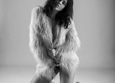 Nudity in a fur coat - Estera Matras Photography  - Darjikas