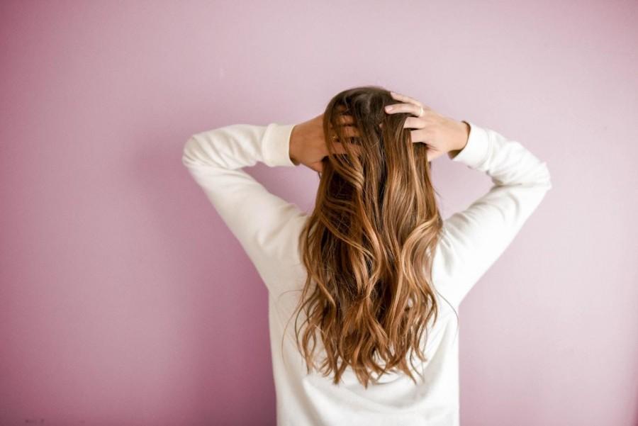 Jakie potrawy zmniejszają tendencję do wypadania włosów? Sprawdź, co jeść