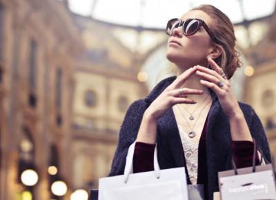 Ciekawe stylizacje dla kobiet - modnie i wygodnie