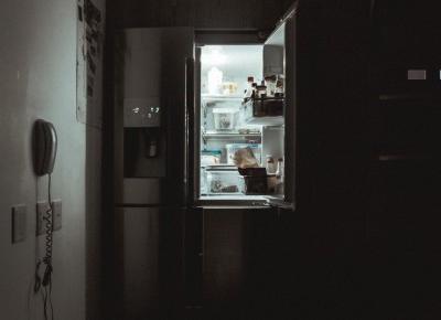 Których produktów nie powinniśmy trzymać w lodówce, choć zwykle to robimy?