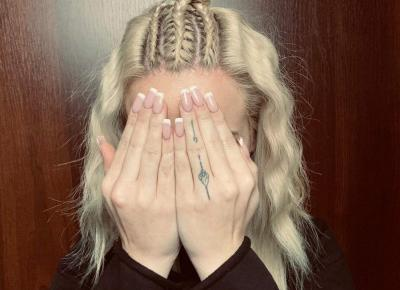 """denis on Instagram: """"Zapleciona blondyna 😆😆😆 #hairstyle #warkocze #warkoczedobierane #warkoczebokserskie #kok #fale #hair #hairdressers #hairstylist #hairart…"""""""