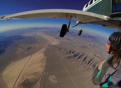 Dlaczego Las Vegas to idealne miejsce na pierwszy skok ze spadochronem? Moja relacja. - DominikaDolci.blogspot.it