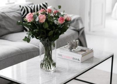 Marmurowy stolik - minimalistyczne inspiracje wnętrzarskie