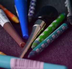 uroda dramatycznie.: MAKIJAŻ OKA: Kolorowe eyelinery: MISS SPORTY, WIBO, NYX, EVELINE, LOVELY