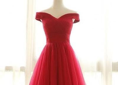 PORADNIK: Jaką sukienkę ubrać na studniówkę?