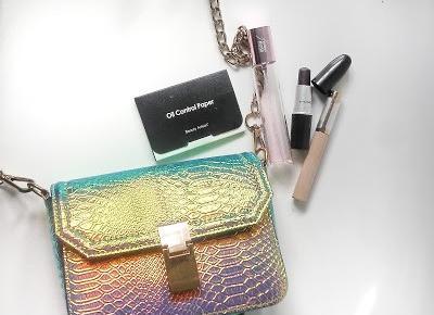 5 kosmetyków, które musisz mieć w torebce!
