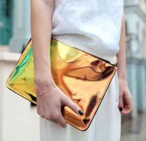 K'Pleasure: HOLOGRAPHIC CLUTCH