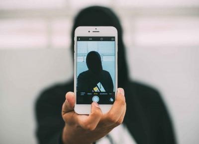Selfitis, czyli czy można uzależnić się od robienia sobie zdjęć?