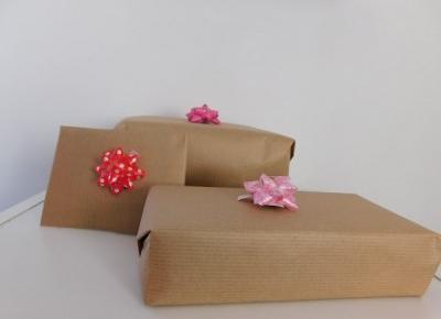 Jak zapakować minimalistycznie prezent dla bliskich krok po kroku
