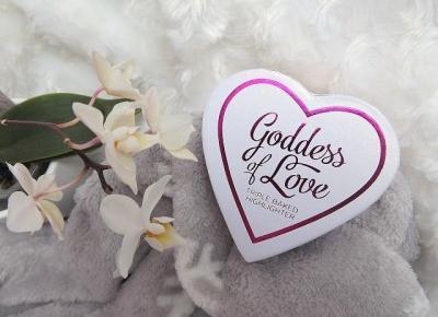 acne skin: Makeup Revolution » rozświetlacz Goddess of Love