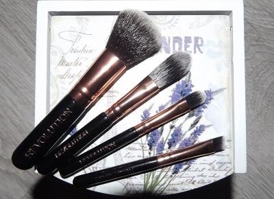 acne skin: Makeup Revolution » Pro Go Set » Zestaw mini pędzli