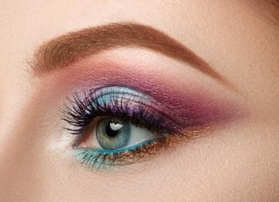 Najmodniejsze makijaże na jesień 2019. Kolor, brokat i błysk podbiły Instagram