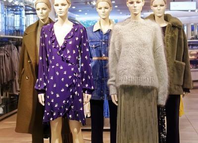 Modne sukienki na jesień i zimę 2020/2021. Założycie je do butów z wysoką cholewką, grubych rajstop i płaszczy - ELLE.pl