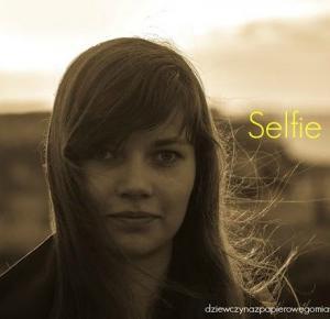 Dziewczyna z papierowego miasta: Selfie TAG
