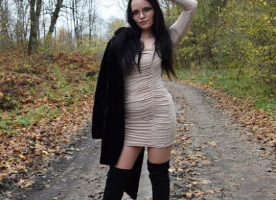Sukienka mini w kolorze nude z kwadratowym dekoltem i marszczeniami   Femme Luxe                    Simply my life
