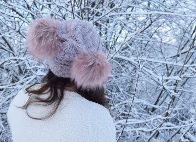 Bialy sweter w zimowej scenerii          |          Simply my life