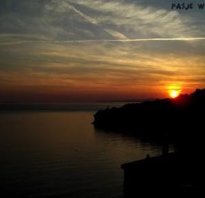 Pasje Weroniki: Chorwacja - Zachód słońca, morze, zabudowania,  zdjęcia robione wieczorem
