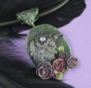 Spalona Artystka - rękodzieło: Kruk w różach