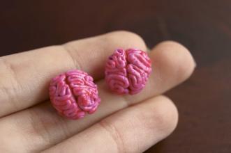 Nad kubkiem herbaty - handmade: Pokrwawione móżdżki wkręcane w ucho