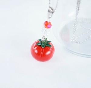 Nad kubkiem herbaty - handmade: Pomidor na szyję
