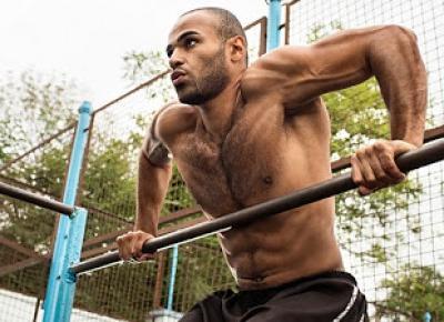 Paweł Trenuje: Jak zrobić Muscle Upa czyli Wejście Siłowe na Drążek