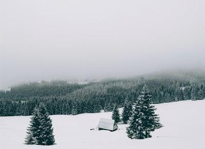 Paweł Trenuje - Lifestyle, pasja, kalistenika, męskie porady: 3 rzeczy które warto zabrać zimą w góry