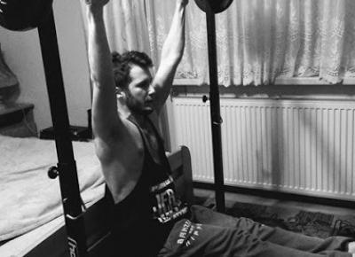 Paweł Trenuje: Jak połączyć trening ciężarami z kalisteniką?