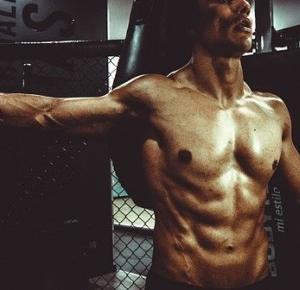 Paweł Trenuje: Najlepsze ćwiczenia na brzuch