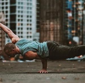 Paweł Trenuje: Trening Street Workout pod umiejętności