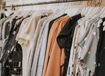 Hej, tu INEZ.: Jakie sekrety skrywa praca w H&M i czego o niej nie wiesz.