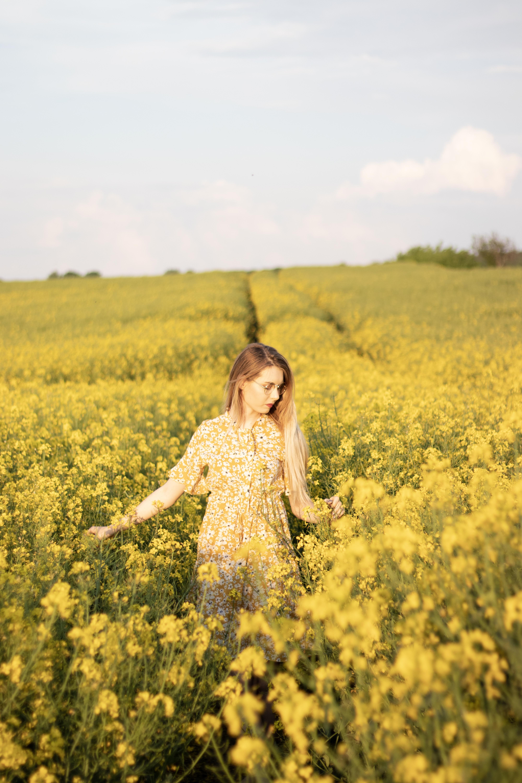 Feel the Fashion || Żółta sukienka w stokrotki od Shein - Porcelaindoll