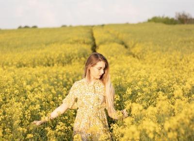 Feel the Fashion    Żółta sukienka w stokrotki od Shein - Porcelaindoll