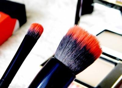Czerwona Strona Nieba: Bądź jak profesjonalista - wypróbuj pędzle marki SAY Makeup. Pędzel do podkładu oraz pędzelek do cieni