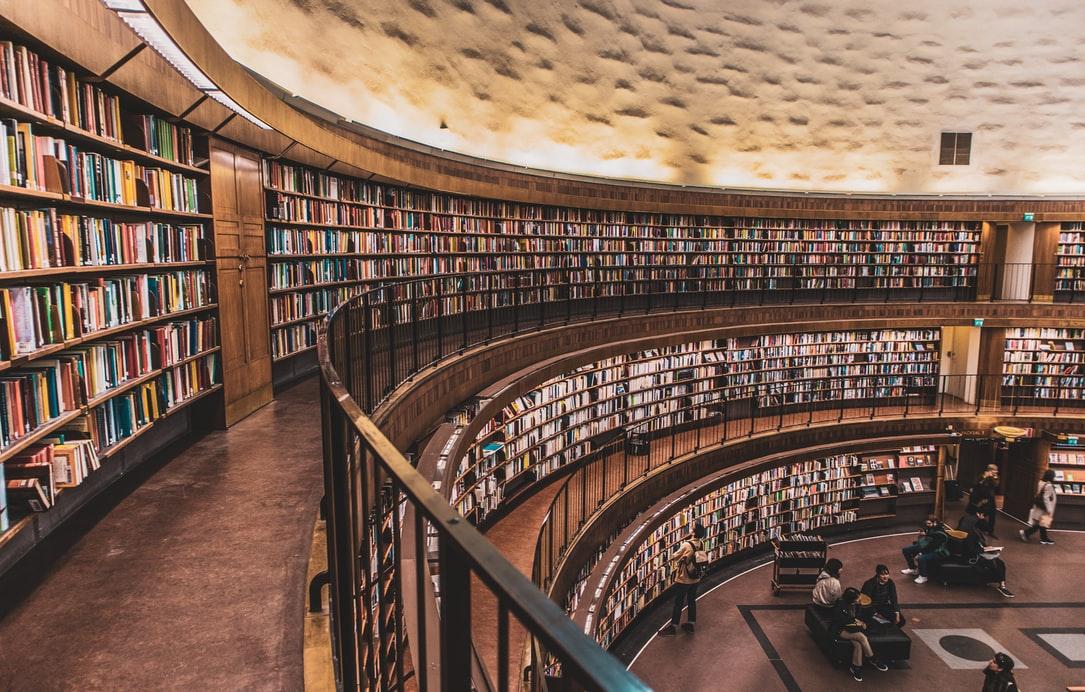 10 książek najchętniej wypożyczanych z biblioteki  ~ Pozycje Obowiązkowe