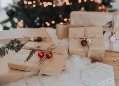 Książkowe pomysły na świąteczny prezent - 9 propozycji dla wszystkich członków rodziny ~ Pozycje Obowiązkowe