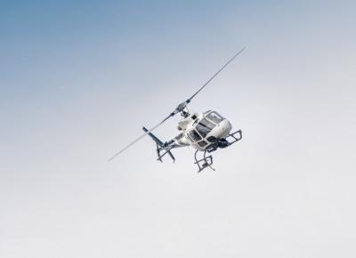 Youtuber przykleił kolegę do helikoptera. Challenge mrozi krew w żyłach!