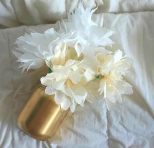 Bukiet kwiatów stworzony z serwetek w złocie | stacja DIY