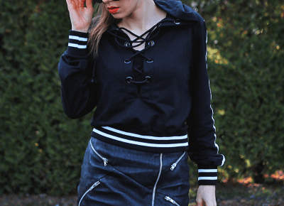 Jointy&Croissanty: lace up hoodie