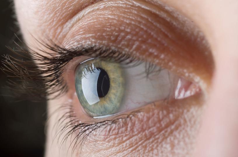 Uwaga, nadużywanie smartfonów niszczy twój wzrok!